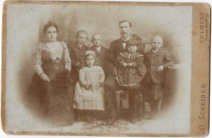 Isaak and Minna Gottfeld with children (from left) Tobias, Pauline, Sally, Ella and Simon