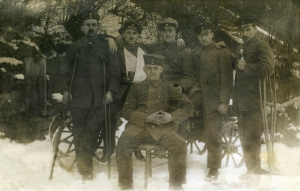 הרמן לוין במהלך מלחמת העולם הראשונה, עומד שני מימין