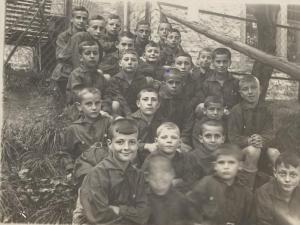 קרל: שורה עליונה, רביעי מימין (צולם ב-1929)
